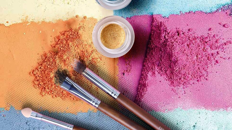 brush and powder for moms wearing make-up